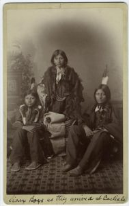 sioux-boys-nypl.digitalcollections.510d47e1-1b90-a3d9-e040-e00a18064a99.001.w